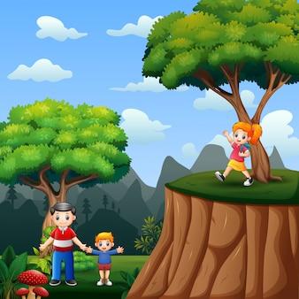 自然で遊んでいる幸せな子供たち