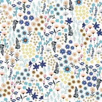野生の花のパターンの小さな自由