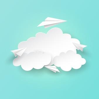 紙飛行機が雲の背景に飛んでいます。