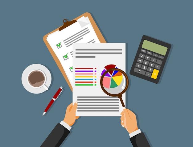 データ分析と財務調査。