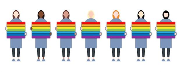 虹の看板を持っている多様なレースの女性キャラクターのセット