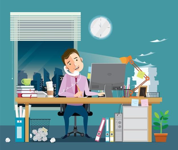 У бизнесмена много работы и документов в офисе.