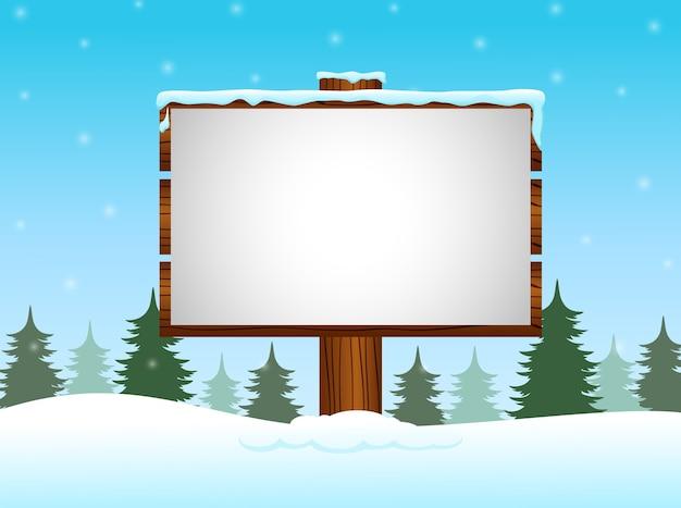 雪の中に空白の看板がある冬の背景