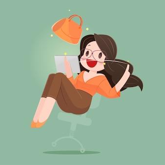 Счастливая женщина с хозяйственной сумкой наслаждаясь в покупках онлайн. бизнес-концепция мультфильм иллюстрация
