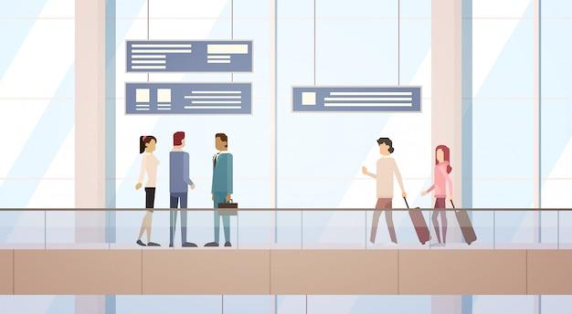 Стойка отправления терминала аэропорта «люди и путешественники» пассажирский багаж