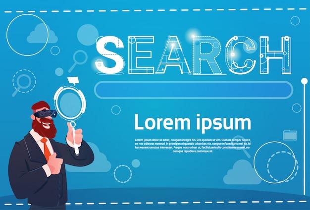 ビジネスウーマンデジタルリアリティメガネをかけて虫眼鏡検索データ