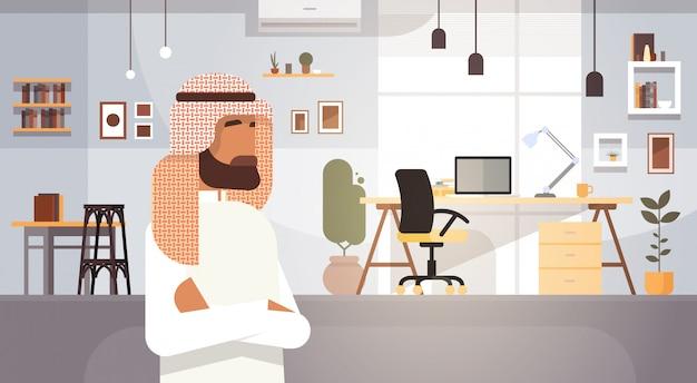 Арабский деловой человек предприниматель в современном офисе