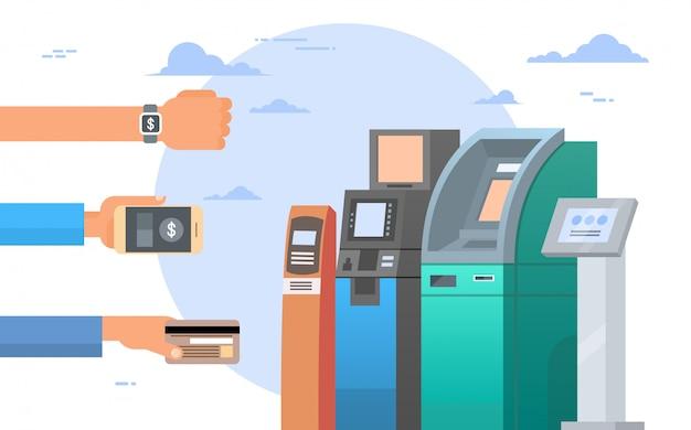 Руки держат кредитные карты и мобильные телефоны смартфоны банкомат концепция мобильного платежа