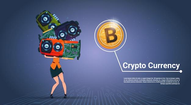 Женщина, держащая микрочипы криптовалюты концепция цифровой современной веб-биткойны на синем фоне