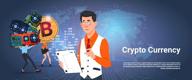 Криптовалюта баннер мужчина и женщина, держащая микрочип биткойн цифровые криптовалюты на карте мира