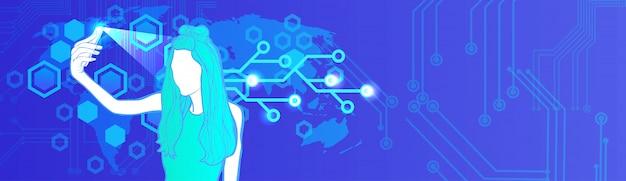 携帯電話での女性の顔の識別現代のアクセス技術保護とセキュリティの概念水平方向のバナー