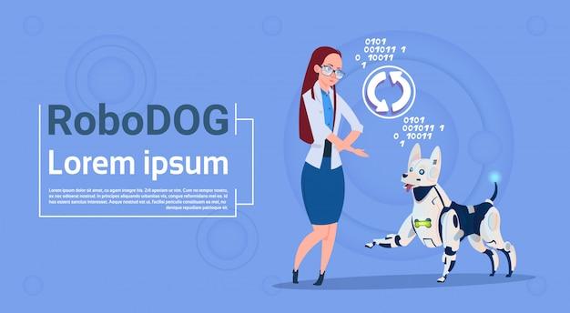 インターフェイスを更新するロボット犬を持つ女性動物現代のロボットペット人工知能技術
