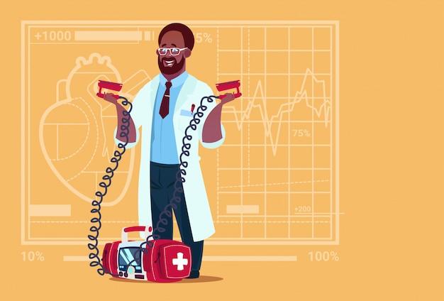 Афроамериканец доктор холд дефибриллятор медицинская клиника работник реанимационной больницы
