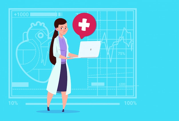 女医ホールドラップトップコンピューターオンライン相談医療診療所労働者病院