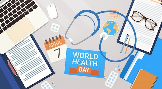 Врач на рабочем месте вид сверху всемирный день здоровья концепция