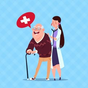 年配の男性人、看護師と祖父の世話をする医師