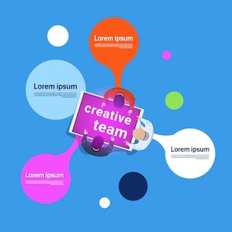 Творческая команда, работающая на цифровом планшете. верхний угол обзора. деловые люди. групповая работа. инфографика. баннер.