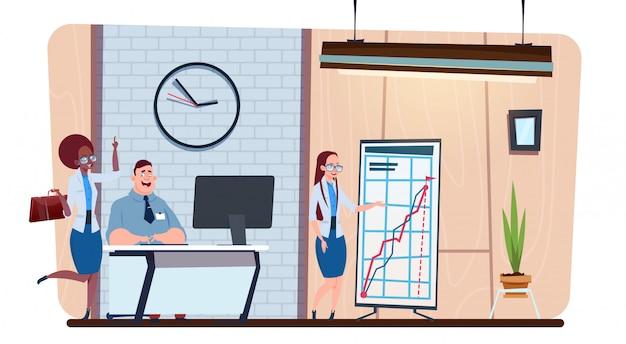 Творческая команда деловых людей работают вместе в современном офисе коворкинг / место для совместной работы группа бизнесменов мозговой штурм