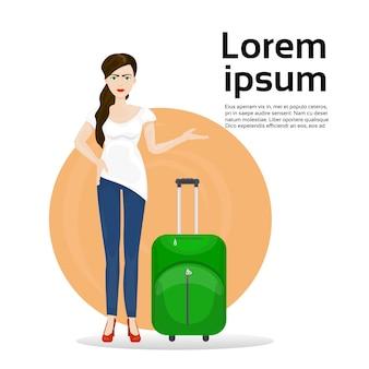 荷物のスーツケースを持つ少女。旅行と観光の概念
