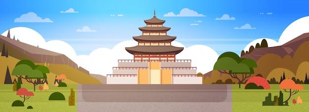 韓国の宮殿または寺院の眺め伝統的な韓国の建物への道