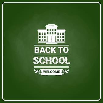 学校に戻るグリーンボードの背景にチョークラベル