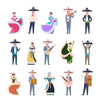 Набор мексиканцев в традиционных костюмах танцоров и музыкантов изолированы