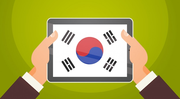 韓国とデジタルタブレットを両手