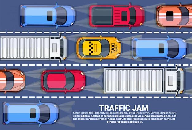 Пробка на дороге вид сверху с шоссе, полным разных автомобилей