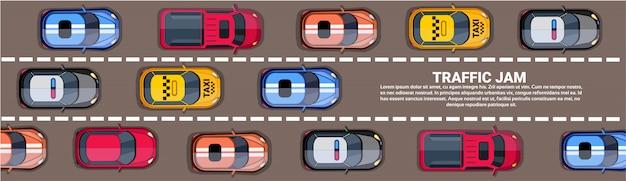 Верхняя часть пробки шоссе над взглядом с дорогой полной различных автомобилей горизонтальный баннер