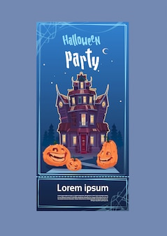 ハロウィーンパーティーのポスターテンプレート。月明かりの下で幽霊とゴシック様式の城