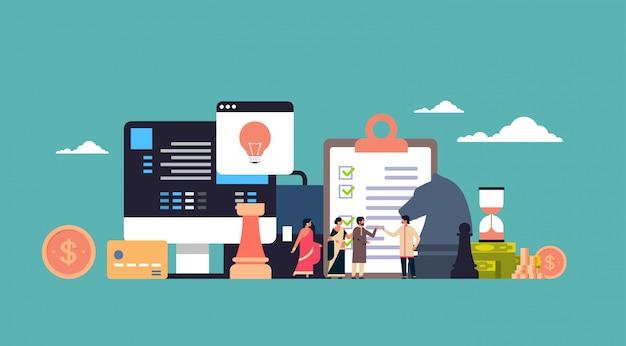 インドのビジネスマンブレーンストーミングビジネス戦術戦略コンセプト