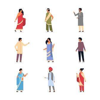 Набор различных индийских людей, носящих национальную традиционную одежду