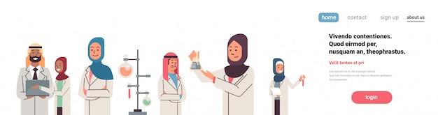 アラビア語の科学者グループ作業バナー