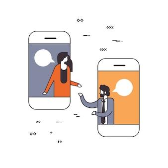 Мобильное приложение деловые люди онлайн чат пузырь социальная сеть коммуникация концепция смартфон экран изолированные линии