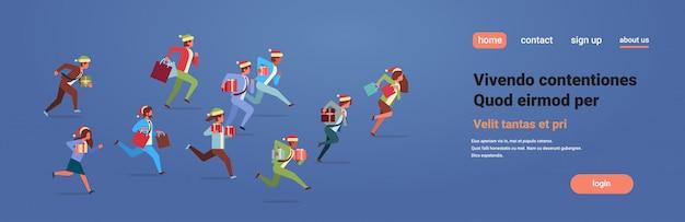 実行中のビジネス人々は現在のギフトボックス新年のクリスマス休暇を祝います