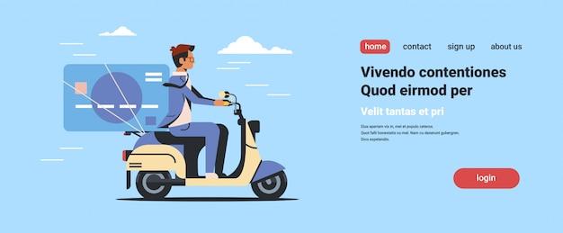 クレジットカードオンラインバンキング電子決済と実業家乗馬スクーター