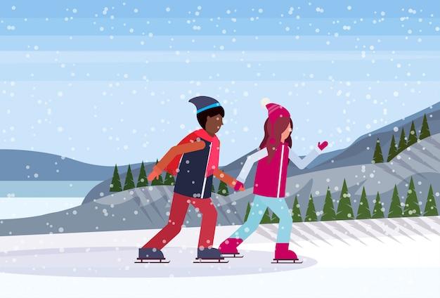 凍った湖でスケートカップル