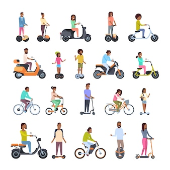 Разные люди в колесном транспорте установлены
