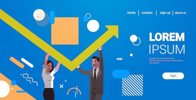 Ключевые слова на русском: бизнесмены пара, поднимаясь вверх красный растущий стрелка работа в команде концепция финансового роста деловые люди, исправляя направление стрелки горизонтальный портрет