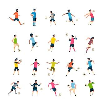 Набор футболисты удар мяч разнообразие позы изолированные спорт чемпионат плоский полная длина характер