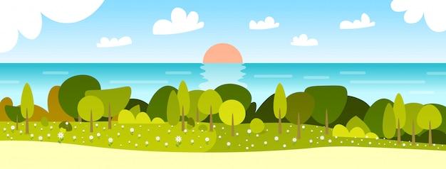 Красивый весенний пейзаж с закатом река и голубое небо горизонтальные