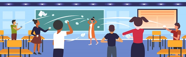 Ученики демонстрируя плохое поведение бросая бумаги насмешливо и дразня учительница во время урока запугивая общественное несогласие концепция школа класс горизонтально