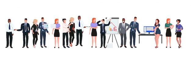 多様なビジネス人々オフィスワーカーグループ国際チーム企業会議全長フラット水平バナーを一緒に立っているレースビジネスマンをミックスします。