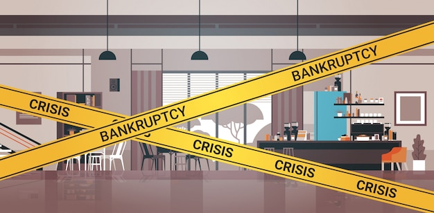 Пустой закрытый бар с желтой лентой о кризисе банкротства карантин пандемии коронавируса