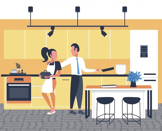 カップルが一緒に食べ物を調理する女性男性朝食準備モダンなキッチンインテリア全長水平