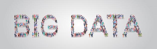 ビッグデータワードの形で集まる人々の群衆