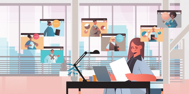 Бизнес-леди в чате с коллегами смешанной расы во время видеосвязи деловые люди, имеющие онлайн-конференция, встреча, коммуникация, офис, горизонтальный, портрет, иллюстрация