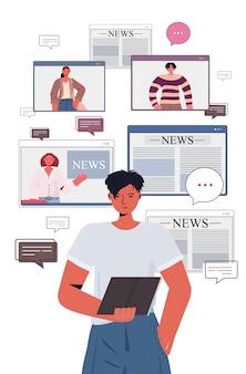 Человек с помощью планшетного пк, обсуждая ежедневные новости с друзьями во время видеосвязи чат пузырь концепции общения людей, имеющих виртуальную конференцию портрет вертикальной иллюстрации