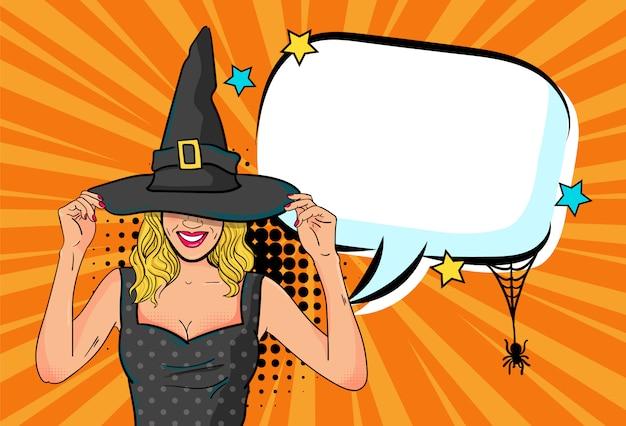 Красивая женщина-ведьма объявляет вечеринку в честь хэллоуина с пустым речевым пузырем в стиле комиксов