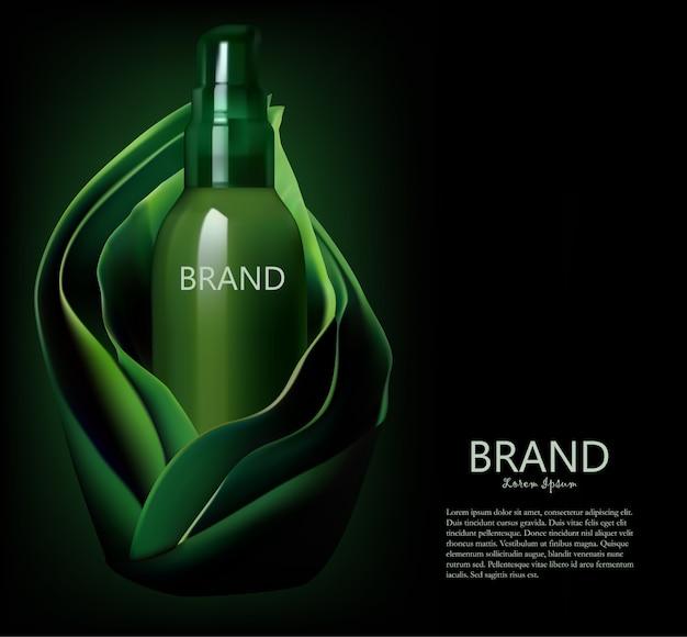 Косметическая бутылка, упаковка в фоне зеленых листьев